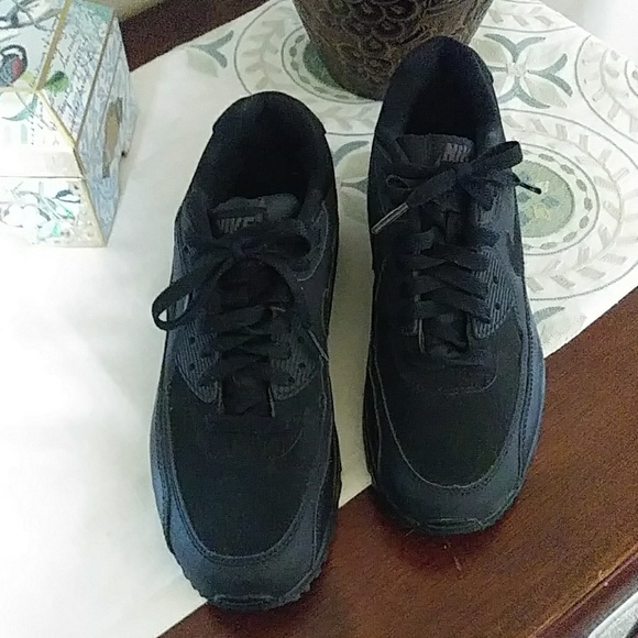 Black Nike Air Max 90 in 7 Youth40 EUR